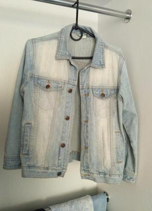 Классная джинсовая куртка, светлая