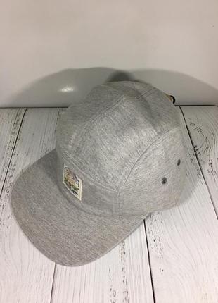 Фирменная кепка levis новая с бирками. снэпбэк snapback
