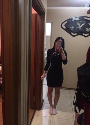 Платье с разрезом на декольте , чёрное платье , обтягивающее