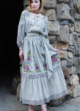 060988c2f03707f Длинное льняное платье с вышивкой и росписью