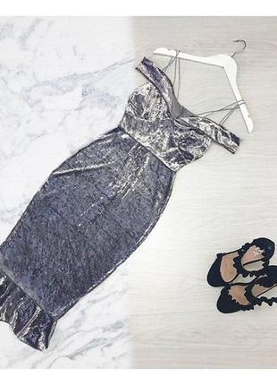 Бархатное платье-миди с открытыми плечами
