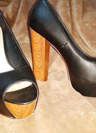 Туфли с открытым носком 38 кожаные на толстом каблуке