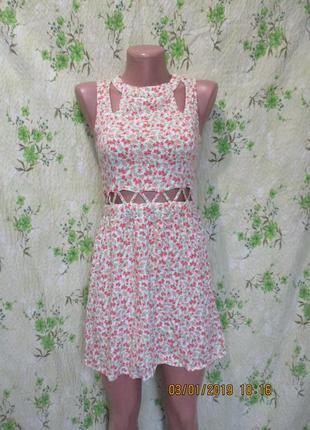 Легусенькое летнее платье с вырезом на талии/принт розочки 40-42 рр