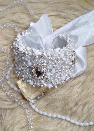 Шикарний широкий бвлий браслет /браслет в серебряно-белых тонах