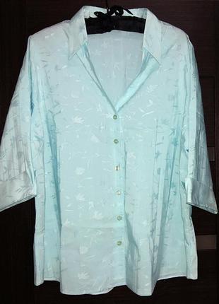 Блузка с рукавом 3/4 на 52-54 размер.