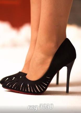 Черные туфли - лодочки с перфорацией. размеры с 36 по 40