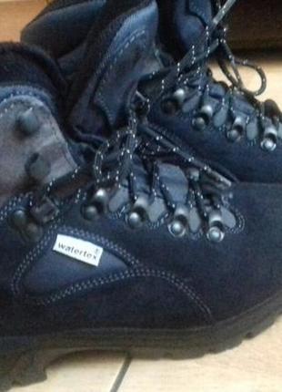 Трекинговые ботинки vibram