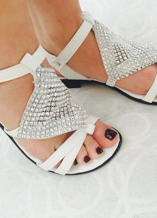 Белые сандали босоножки