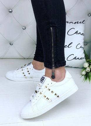 Кроссовки, кеды белые в стиле валентино с шипами 36,38,39размер, маломерят