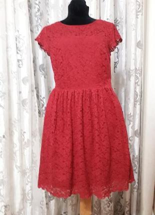 Красивое летнее бордовое кружевное платье