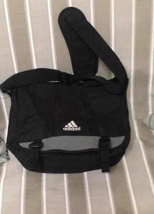Большая сумка на ремне adidas!