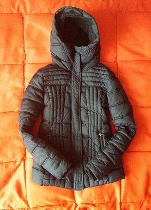 Очень теплая,зимняя куртка с высоким горлом