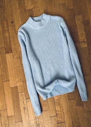 Красивый свитер под горло