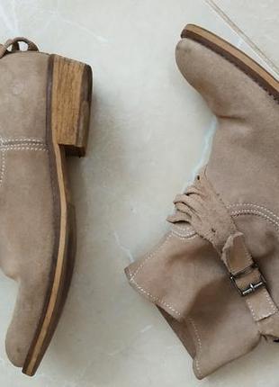 Натуральные замшевые ботинки
