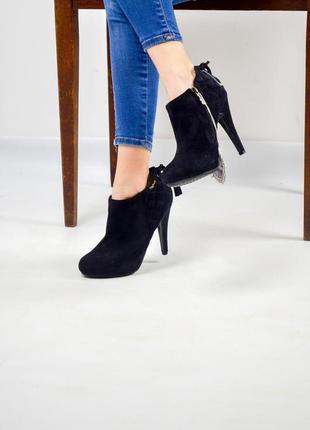 Ботинки на каблуке под замшу со стеганным декором и переплетами 37 (23,5 см) полусапожки