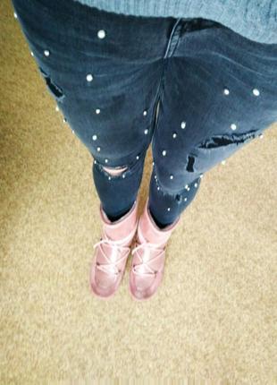 Крутые джинсы высокая посадка (завышенная талия)с рваностями и бусинами от new look