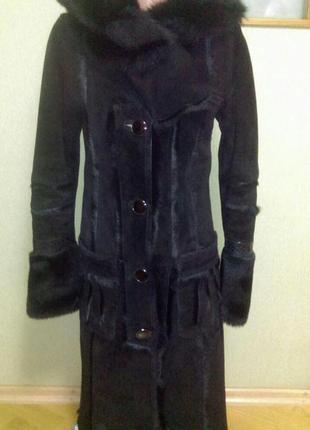 Шикарная натуральная  дубленка с капюшоном + замшевая курточка в подарок