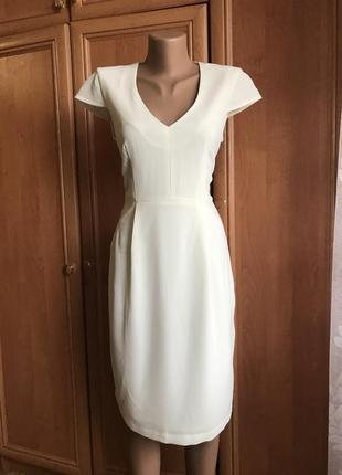 Большой выбор нарядных платьев