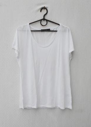 Белая трикотажная футболка из вискозы