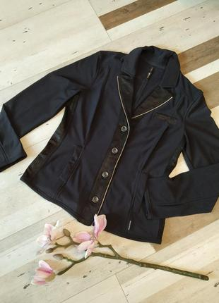 Мягкий трикотажный пиджак на пуговицах c декорат молнией. бренд marccain sport. разм 46-48