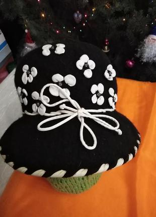 Нарядная тёплая шляпка.