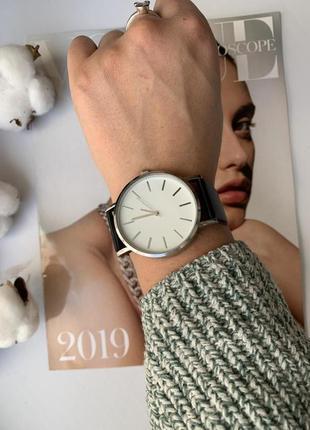 Женские кварцевые часы минимализм