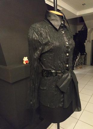 Яркая и оригинальная блуза несмотря на черный цвет