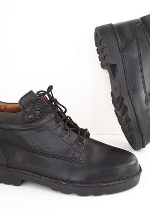 Стильные грубые кожаные демисезонные ботинки hush puppies 111829