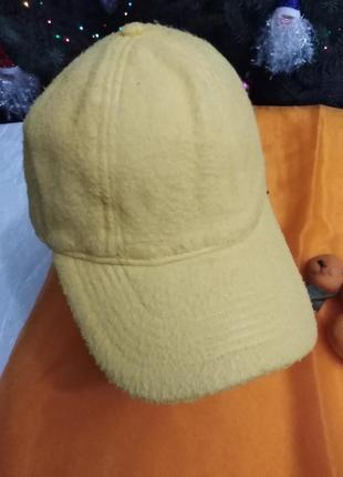Ярко-жёлтая кепи kinder & ferrero