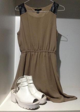Стильное летнее платьице c кожаными вставками