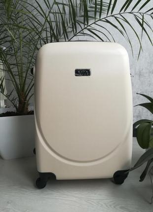 Новый завоз товара средний чемодан за 850 грн польский бренд, 4 колесный!
