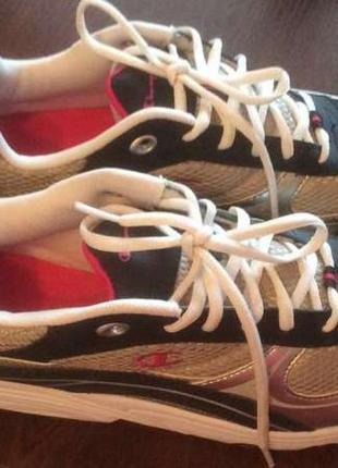 Кроссовки популярного американского бренда