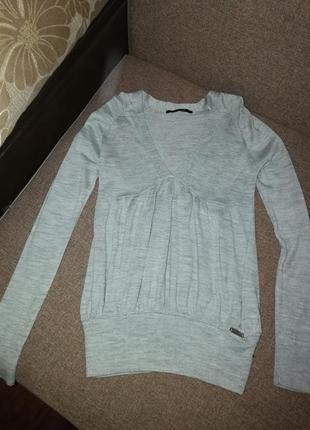 Продам тоненький свитерок на 48р