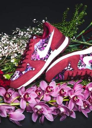 Новые. оригинал. кроссовки nike internationalist premium замша/текстиль принт цветы us8