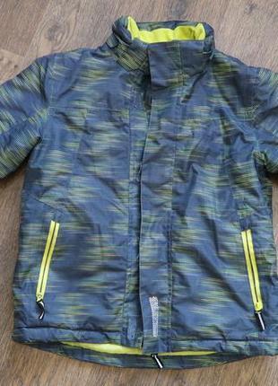 Демисезонная спортивная куртка
