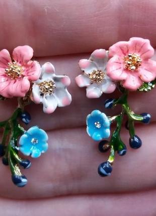 Серьги цветы с веточкой эмаль