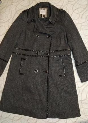 Классическое пальто с кожаными вставками