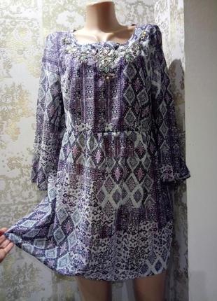 14 свободное мини-платье с камнями-бусинами у горловины в принт matalan