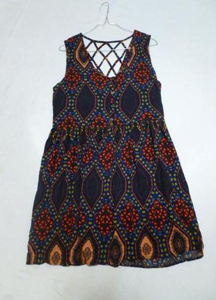 Свободное платье с красивой спинкой