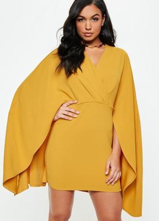 Платье с кейпом горчичного цвета