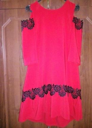 Очаровательное яркое платье размер л