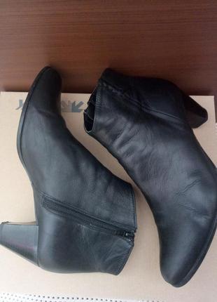 Демисезонные кожаные ботинки 39р