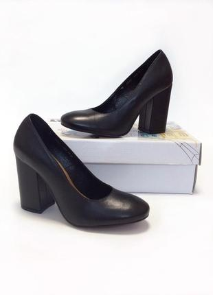 Кожаные туфли на устойчивом каблуке .