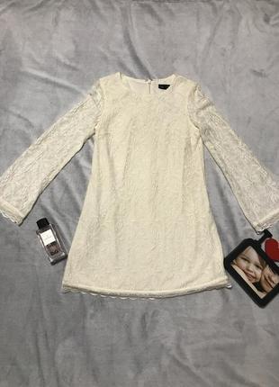 Коротенькое ажурное платьице