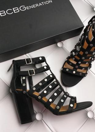Bcbgeneration босоножки на широком каблуке с заклепками бренд из сша5