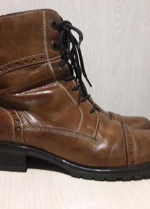 Фирменные ботинки деми.