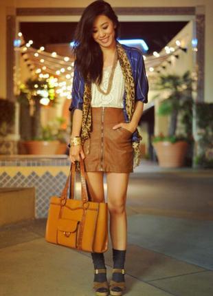 Трендовая коричневая юбка под кожу спереди замок