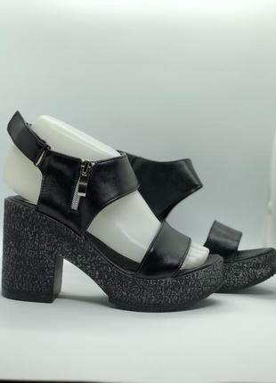 Босоножки черные натуральная кожа на каблуке3