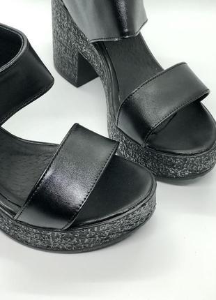 Босоножки черные натуральная кожа на каблуке2