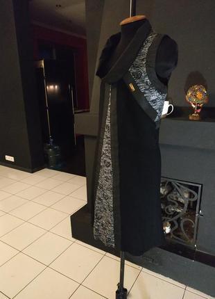 Эффектное платье трапеция со вставками плащеаки